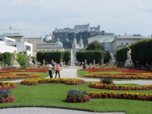 Blick vom Mirabellgarten zur Festung Hohen Salzburg
